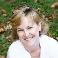 Susan-Stilwell-casual-headshot-200x200