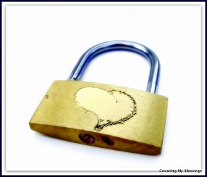 pad lock with heart