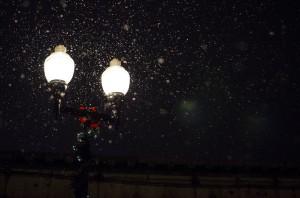 christmas street lamp unsplash